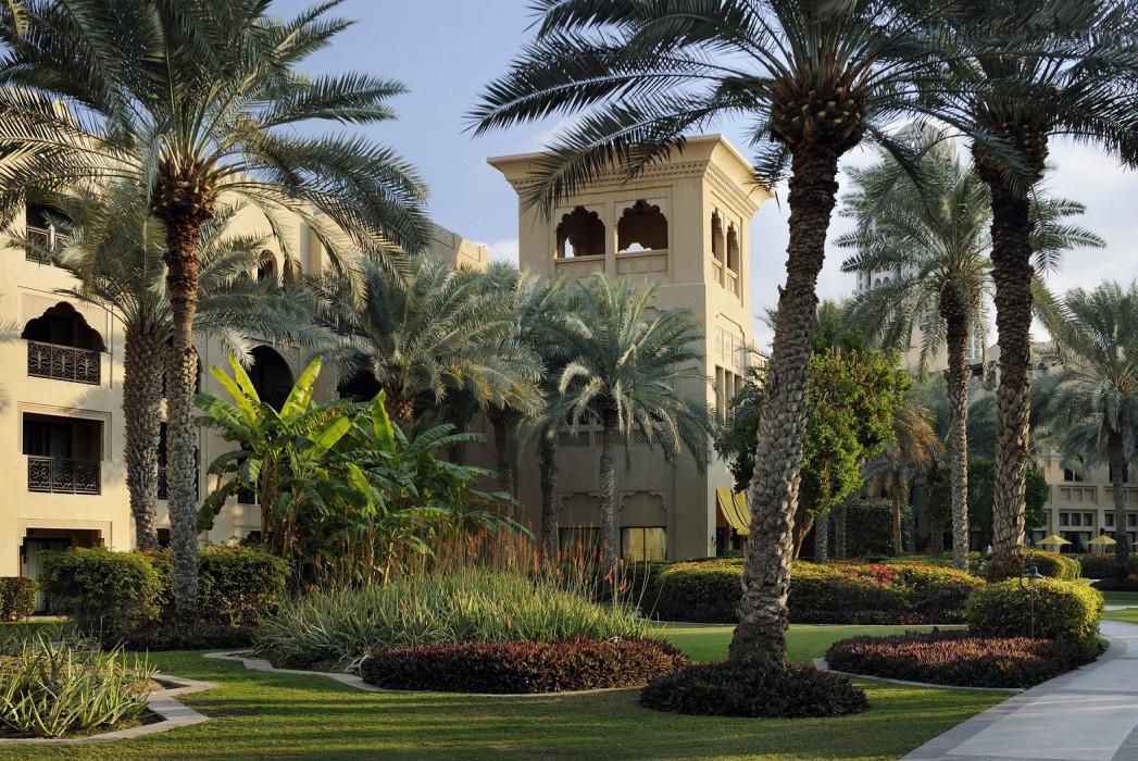 65 acres of landscaped gardens